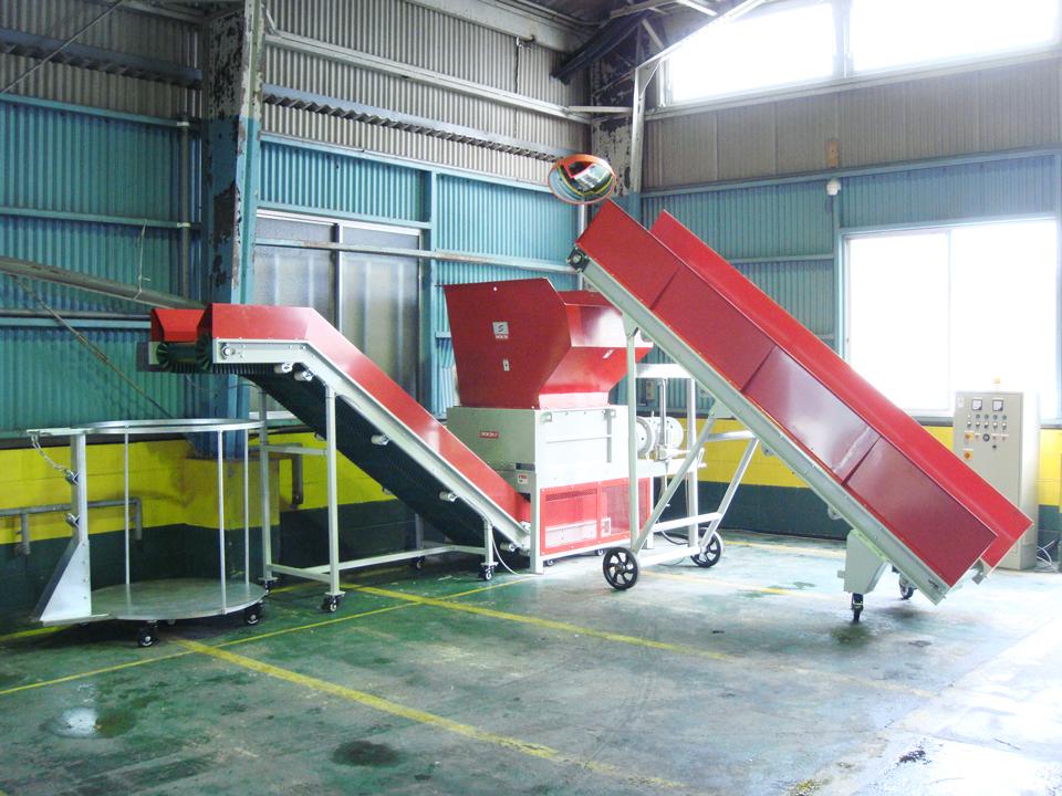 四軸破砕機 BS8080 納品風景