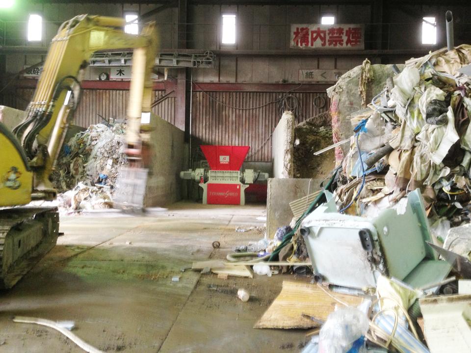 二軸破砕機 TS2180 廃プラ 破砕前