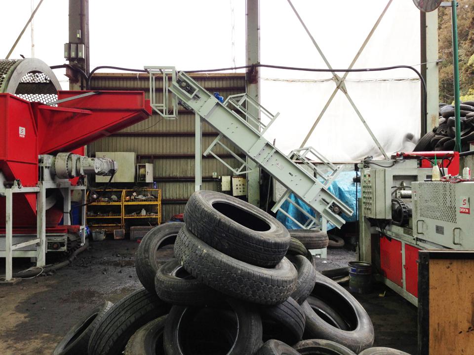 二軸破砕機 TS32120R タイヤ破砕