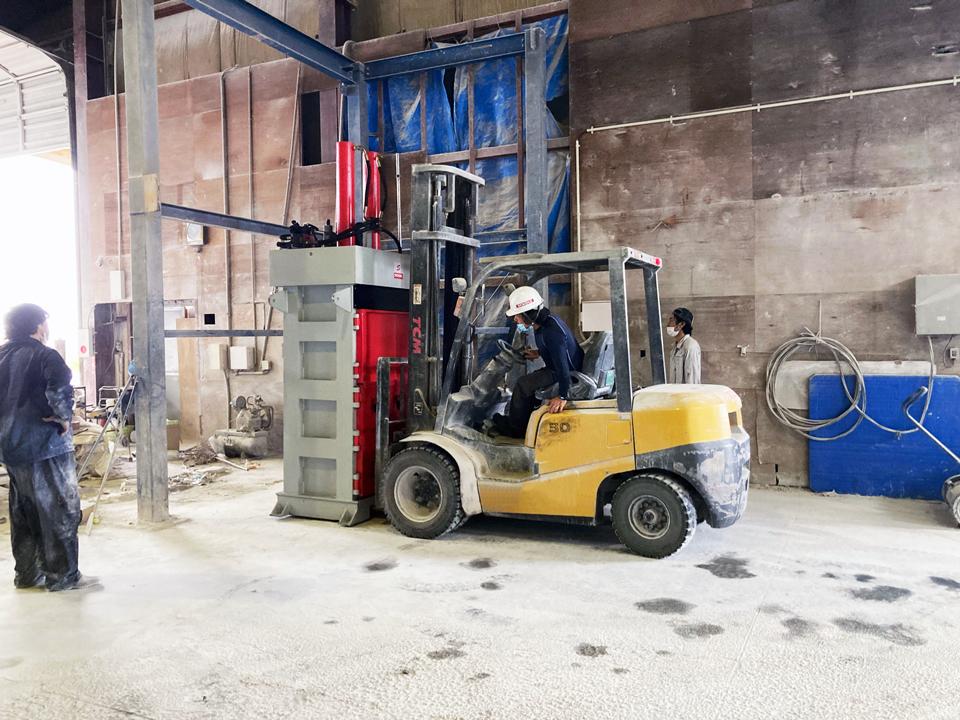 圧縮梱包機 EP60T 設置作業