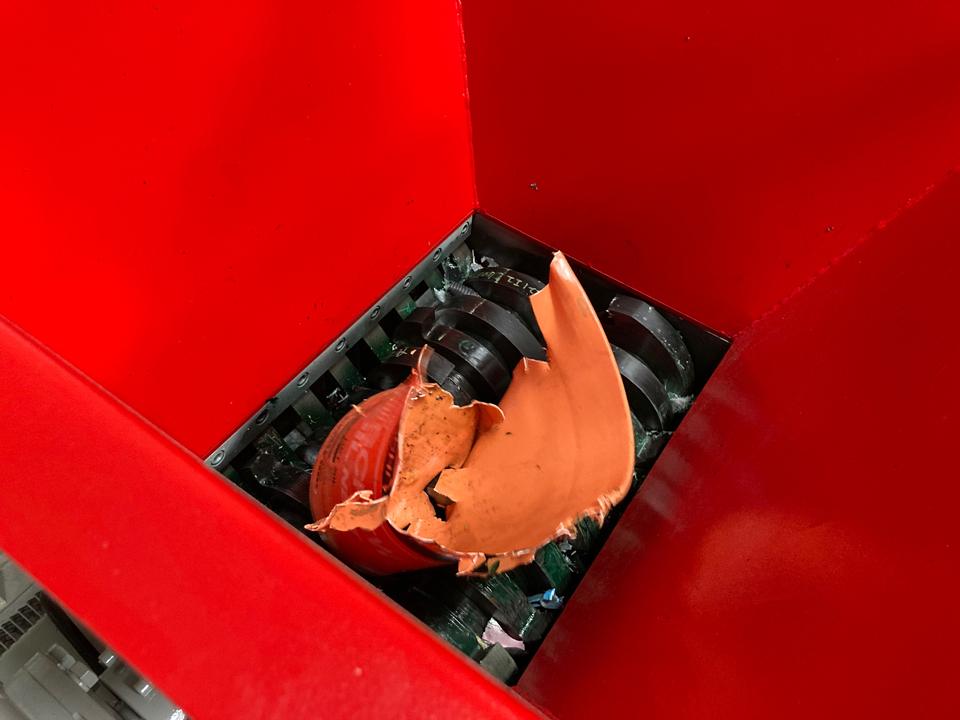 二軸破砕機 TS2160 廃プラ破砕